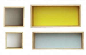 ...du gris, du bleu, du jaune pour le set de 4 étagères...
