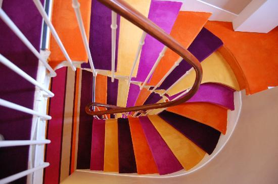 L'escalier de la Maison Montparnasse !  A n'emprunter qu'en état de sobriété absolue !!!