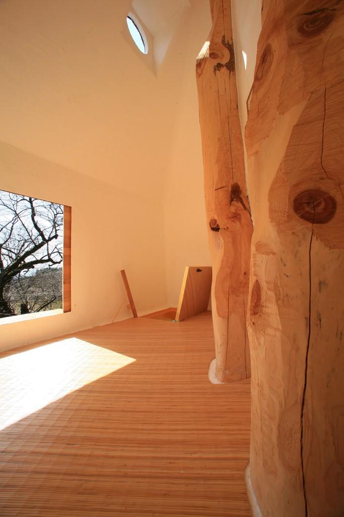 Une-Cabane-Feerique-au-Milieu-de-Cerisiers-Japonais-04
