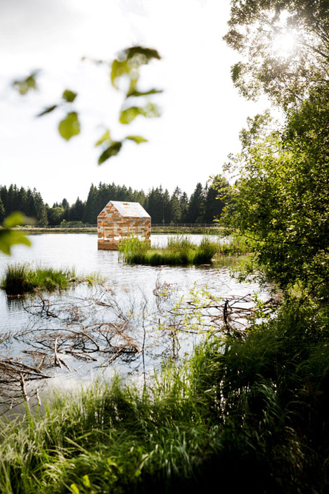 Walden-Raft-by-Elise-Morin-and-Florent-Albinet-b_dezeen_468_12