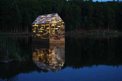 Walden-Raft-by-Elise-Morin-and-Florent-Albinet_dezeen_468_0
