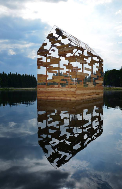Walden-Raft-by-Elise-Morin-and-Florent-Albinet_dezeen_468_4 (1)
