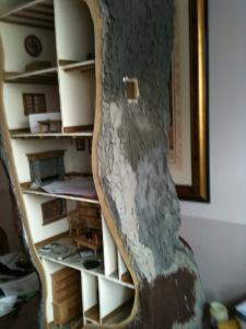 maison de poupée arbre ciment écorce