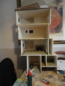 maison de poupée arbre pré-construction 1