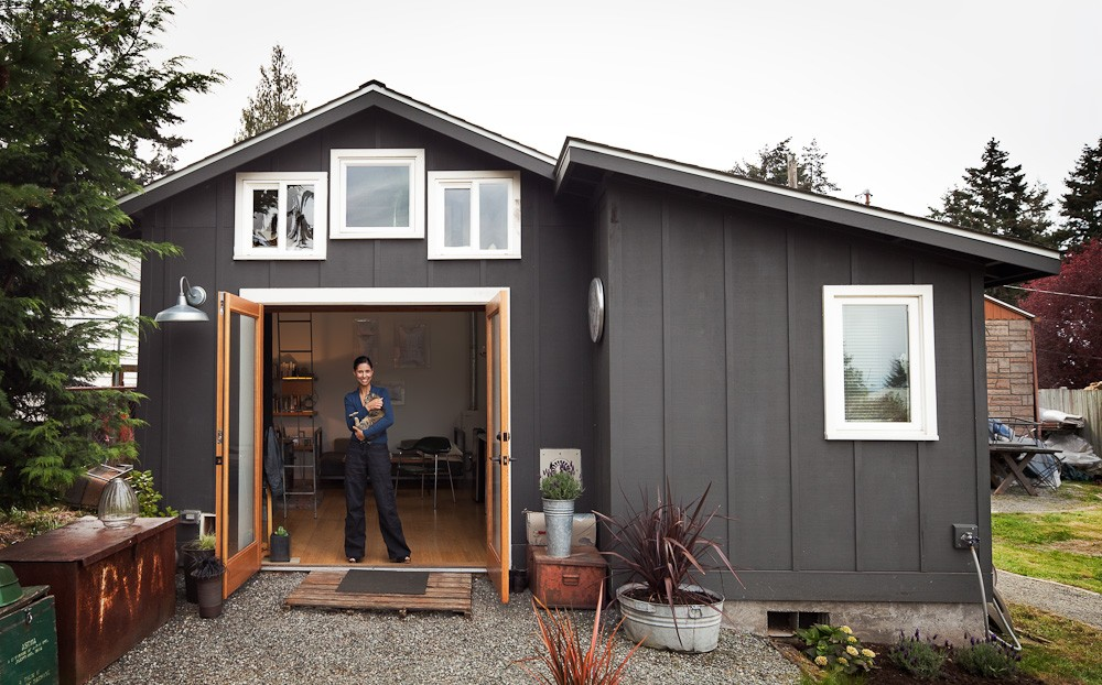 mini-house-tiny-functional-home-michelle-de-la-vega-0