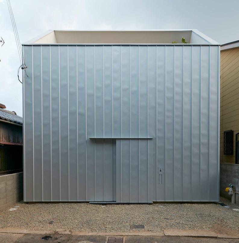 reslope-house-tomohiro-hata-kobe-japan-designboom-12.jpg rogné