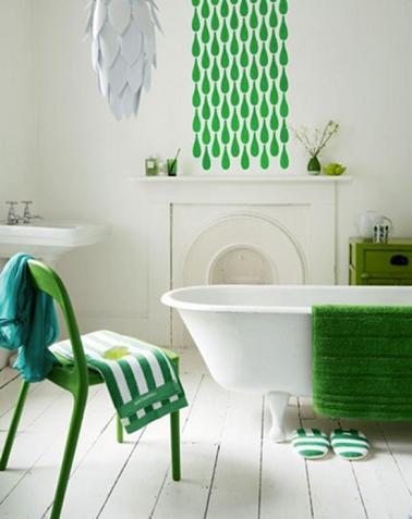 ...du blanc et du vert gazon pour la salle de bains...