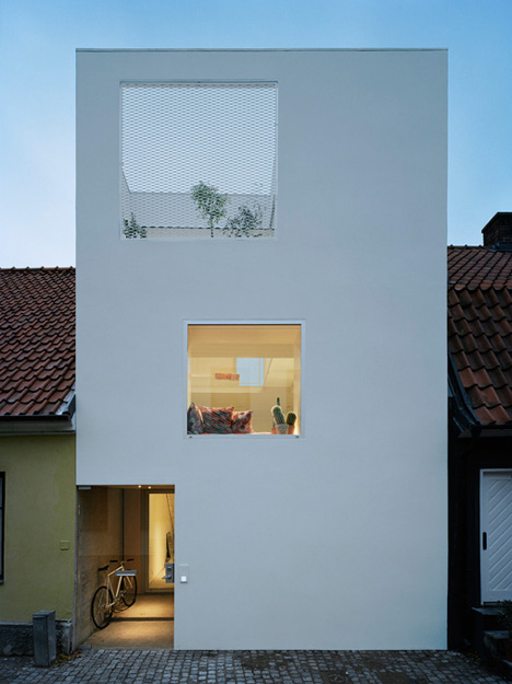 townhouse-ultramodern-white-facade