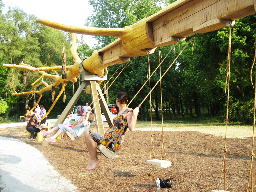 visiondivision_chop_stick_6_exterior_picture_swings_72dpi